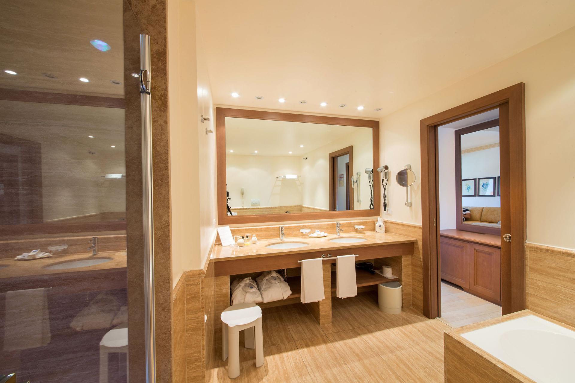 Stanze Da Bagno Piccole : Stanza da bagno mobrì u2013 al fianco delle famiglie di oggi e di domani